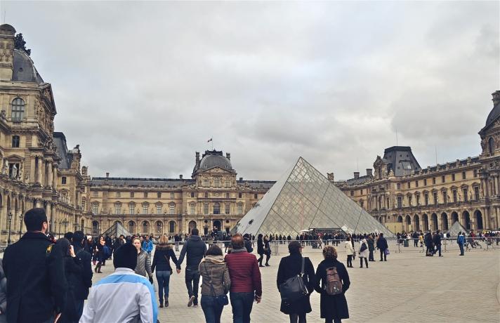 LE LOUVRE PYRAMIDE DU LOUVRE PARIS