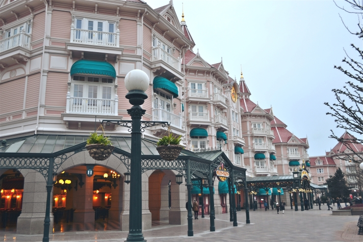 DISNEYLAND PARIS HOTEL ENTRANCE