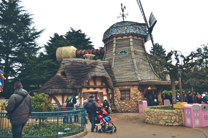DISNEYLAND PARIS WINDMILL