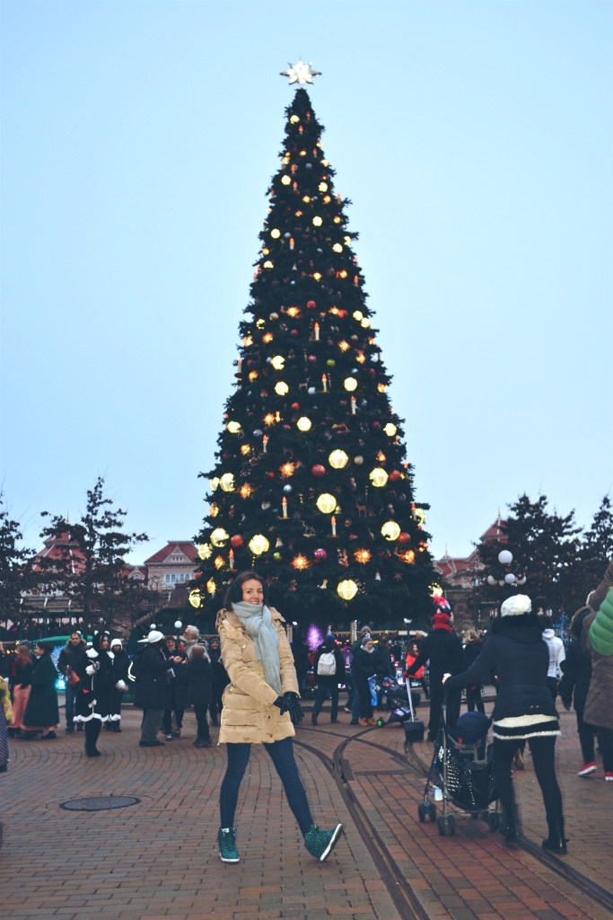 DISNEYLAND PARIS CHRISTMAS TREE