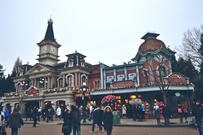 DISNEYLAND PARIS SHOPS AND STREETS