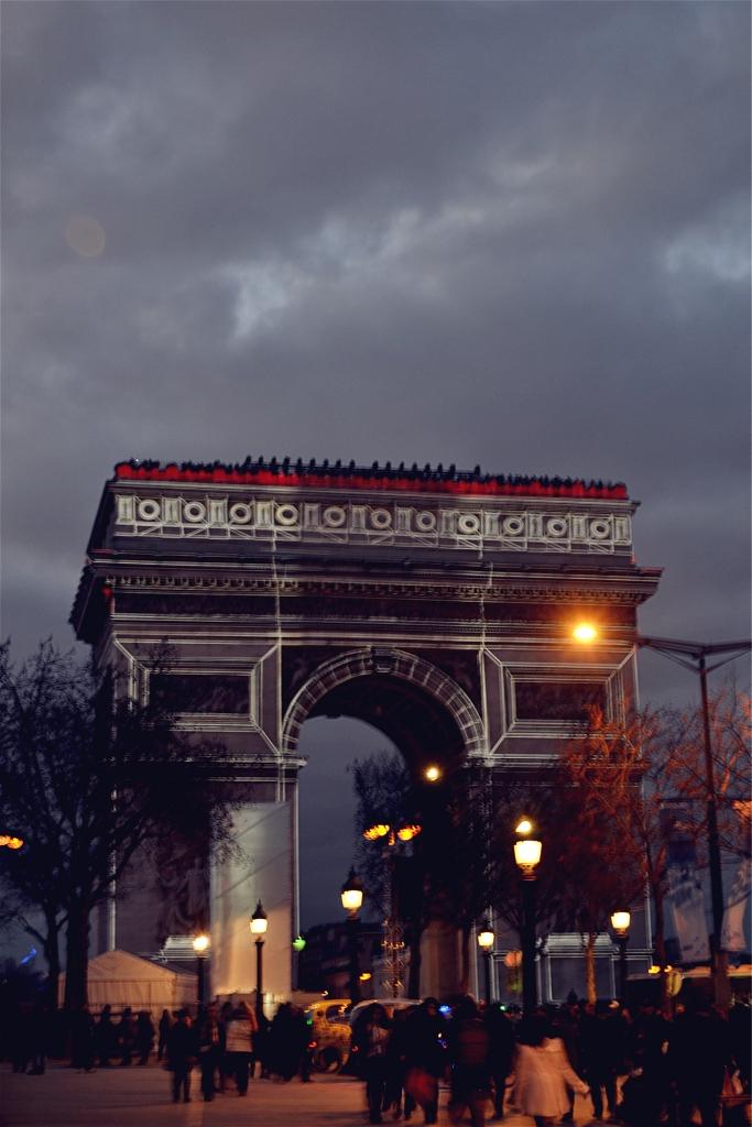 ARC DE TRIOMPHE DÉCORÉ PARIS